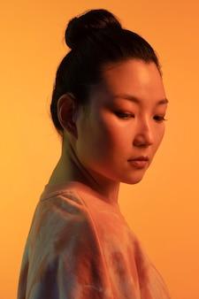 Portret jonge aziatische vrouw