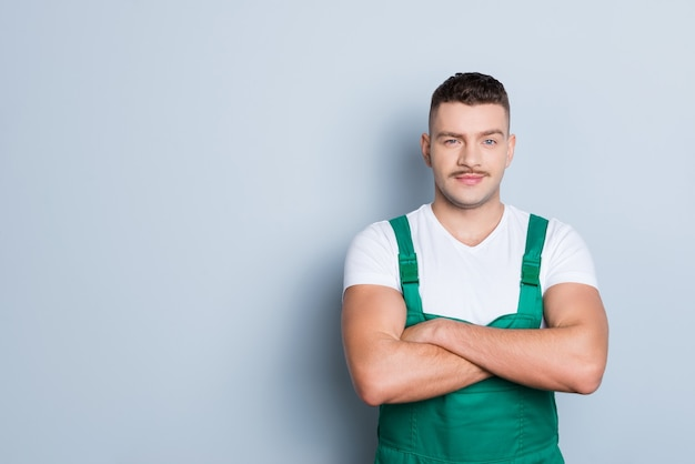 Portret jonge man met uniform