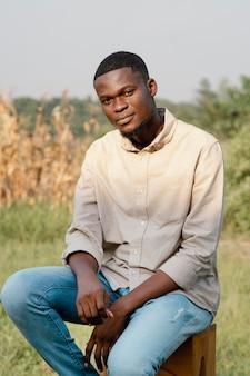 Portret jonge man poseren