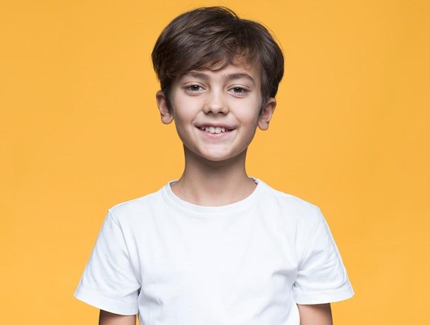 Portret knappe jonge jongen