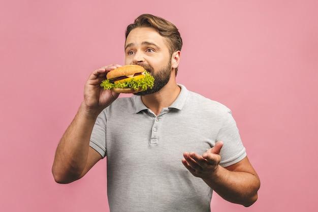 Portret knappe jonge man eten