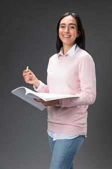 Portret leraar vrouwelijk bedrijf boek