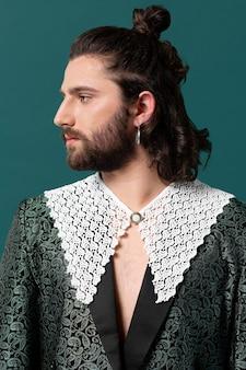 Portret man in modieuze kleding