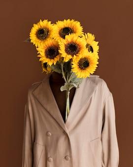 Portret man met bloemen Gratis Foto