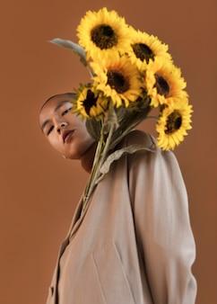 Portret man met bloemen