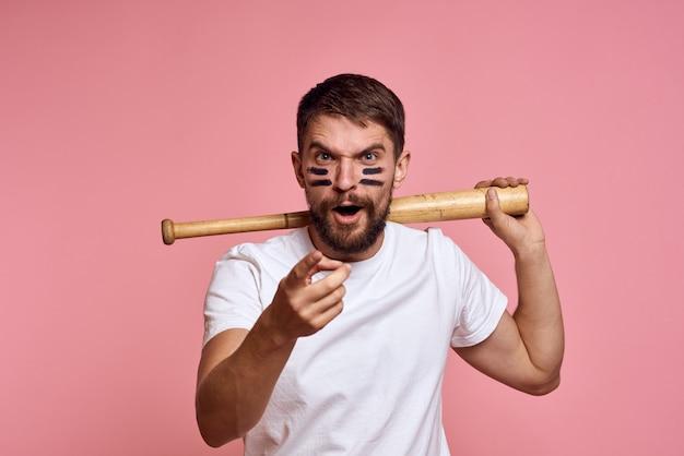 Portret man met een honkbalknuppel