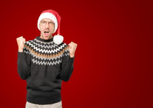 Portret man met kerstmuts