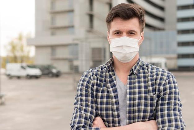 Portret man met masker