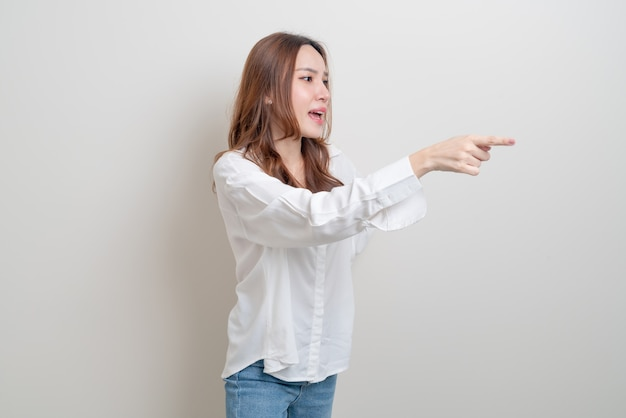 Portret mooie aziatische vrouw stress, serieus, zorgen maken of klagen