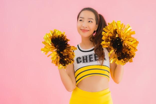 Portret mooie jonge aziatische vrouw cheerleader