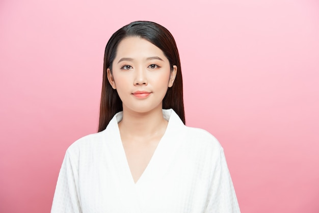 Portret mooie jonge aziatische vrouw schoon vers blote huid concept