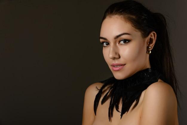 Portret mooie jonge vrouw