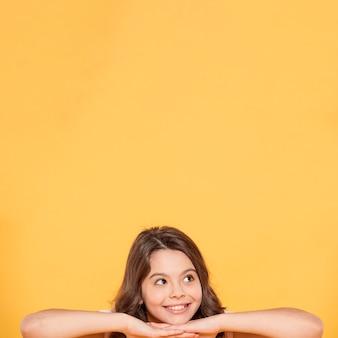 Portret smiley meisje