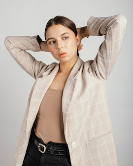 Portret stijlvolle vrouw