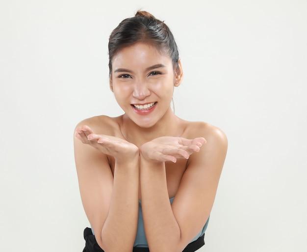 Portret van aantrekkelijke aziatische vrouwenschoonheid