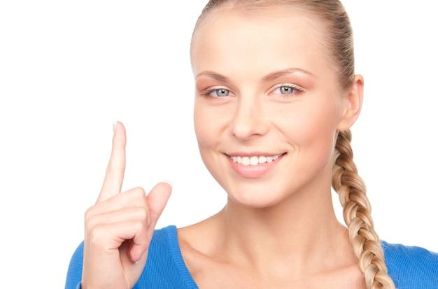 Portret van aantrekkelijke jonge vrouw met haar vinger omhoog