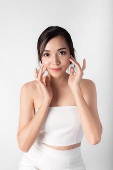 Portret van aantrekkelijke schoonheid aziatische vrouwen in mode poseren