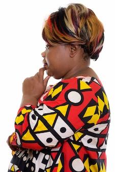 Portret van afrikaanse geïsoleerde vrouw