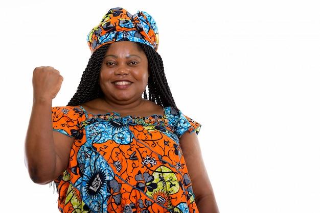 Portret van afrikaanse vrouw met vuist
