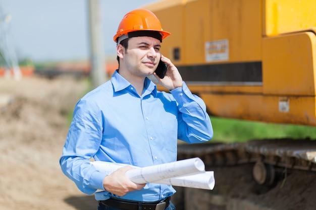 Portret van arbeider in een bouwwerf