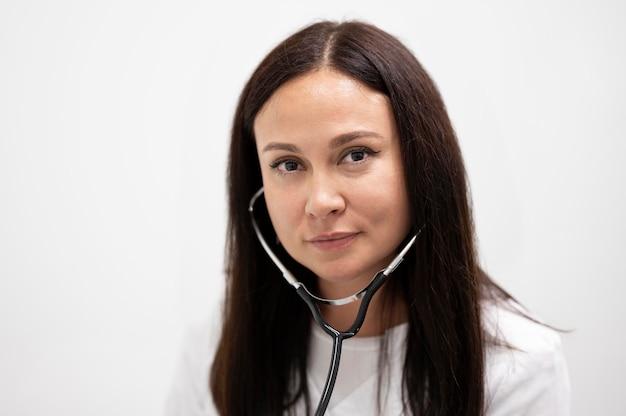 Portret van arts met een stethoscoop