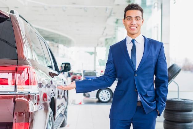Portret van autoverkoper
