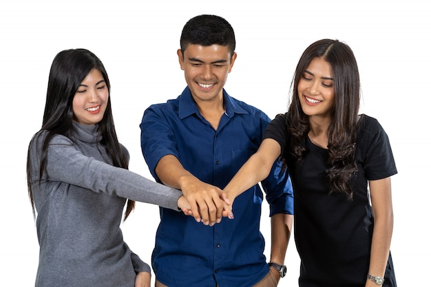 Portret van aziatisch model drie met toevallig kostuum met handcoördinatieactie op witte rug