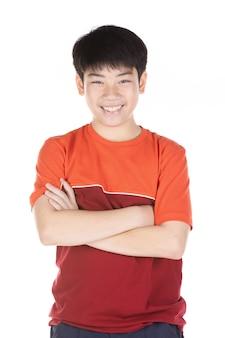 Portret van aziatische lachende tienerjongen. medium shot van knappe kerel.
