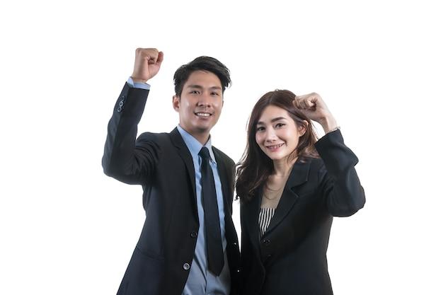 Portret van aziatische paar zakenman en zakenvrouw met geluk of actie vieren op wit