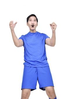 Portret van aziatische voetballer met gelukkige uitdrukking