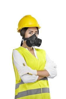 Portret van aziatische vrouwenbouwvakker met beschermend masker