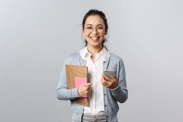 Portret van aziatische vrouwenleraar