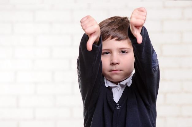 Portret van basisschooljongen.