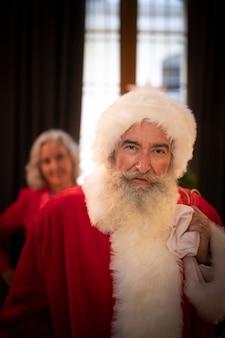 Portret van bebaarde kerstman