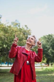 Portret van bejaarde het lachen