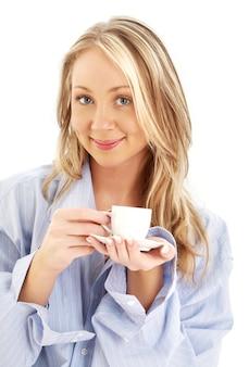 Portret van blond met kopje koffie