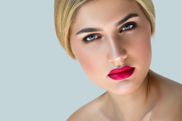 Portret van blonde vrouw
