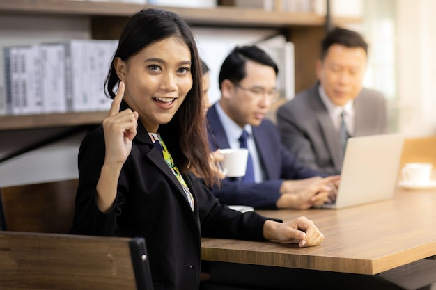 Portret van confidense zakenvrouw