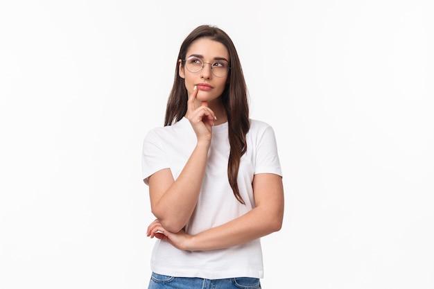 Portret van creatieve vrij jonge vrouw