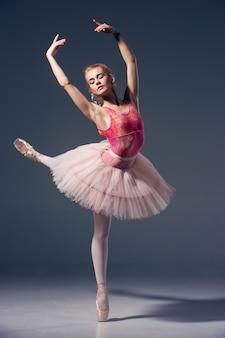 Portret van de ballerina in ballet pose
