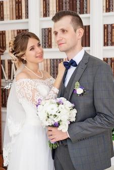 Portret van de bruid en bruidegom op hun trouwdag