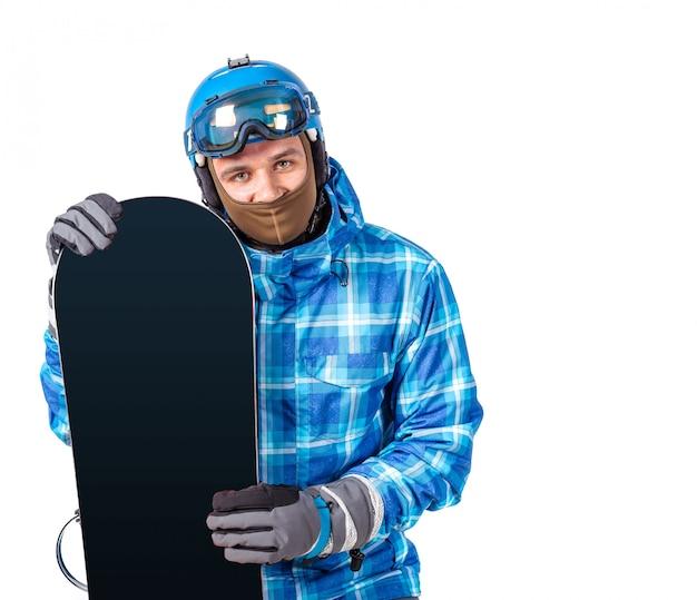 Portret van de jonge die mens in sportkleding met snowboard op een wit wordt geïsoleerd.