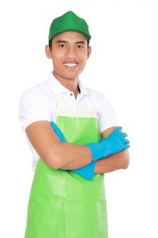 Portret van de jonge mens klaar om wat het schoonmaken te doen.