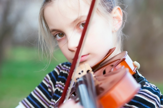Portret van de kleine violist