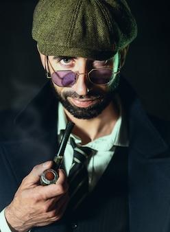 Portret van de mens, sherlock holmes zoals karakter.