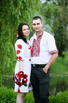 Portret van de pasgetrouwden, bruiloft in de oekraïense stijl