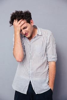 Portret van depressieve jonge man