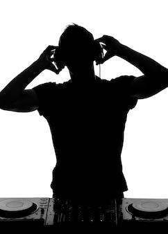 Portret van dj-hoofdtelefoon en dj-instelling.