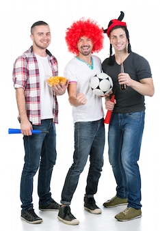 Portret van drie voetbalfans met voetbal.