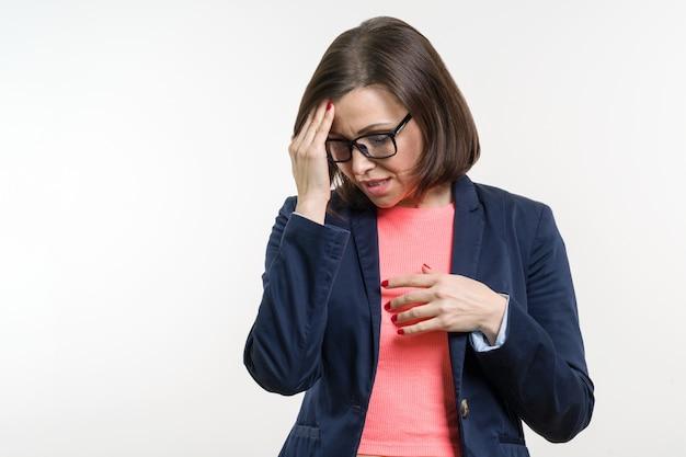 Portret van droevige depressie volwassen vrouw